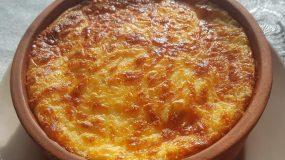 Παραδοσιακή συνταγή για ατομικό μουσακά σε πήλινο