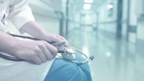 Κορονοϊός : «Γιατροί αρνούνται να υπηρετήσουν το καθήκον τους»