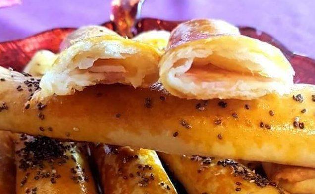 Φλογέρες με ζύμη τύπου κουρού, γεμιστές με ζαμπόν και τυρί ιδανικές για κολατσιό