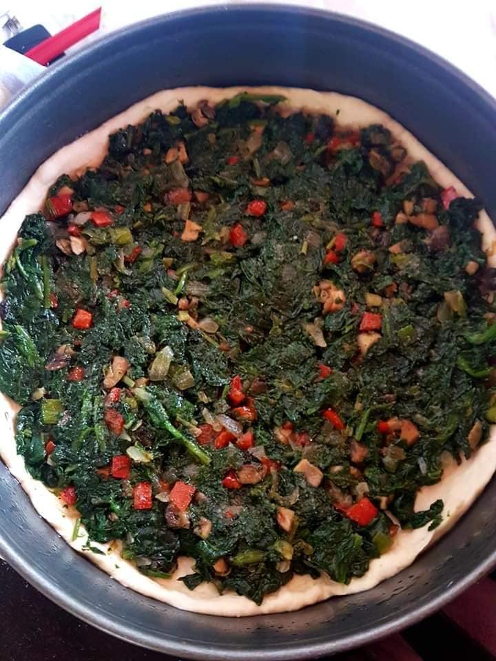 Πίτα με σπανάκι και διάφορα λαχανικά (και νηστίσιμη)