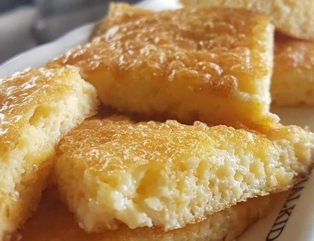 Συνταγή για αφράτη ομελέτα φούρνου με τυριά σαν πίτα, ιδανική για πρωινό