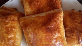 Πανεύκολες ατομικές τυρόπιτες απο αραβική πίτα!