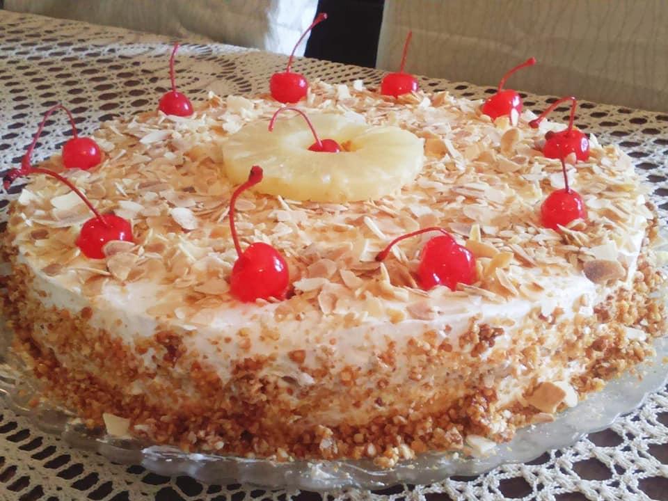 Λαχταριστή τούρτα νουγκατίνα με φιλέ αμυγδάλου, κρέμα ζαχαροπλαστικής και σαντιγί!
