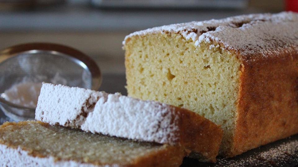 Αφράτο νηστίσιμο κέικ βανίλιας χωρίς μίξερ!