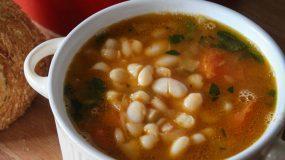 Η πιο νοστιμη συνταγή για παραδοσιακή φασολάδα