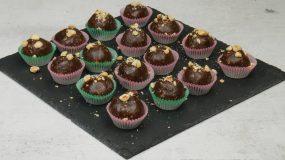 Νηστίσιμα τρουφάκια κατσαρόλας με πραλίνα φουντουκιού, μπισκότα και φουντούκια!