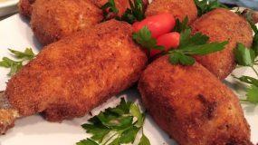 Παναρισμένα μπουτάκια κοτόπουλου με τυρια και πατάτες στο τηγάνι!