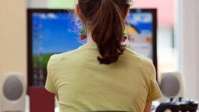 Σχολεία: Ξεκινά από σήμερα η τηλεκπαίδευση στους μαθητές-Τι θα γίνει με τις πανελλήνιες;