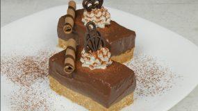 Εύκολο γλυκό ψυγείου με μπισκότα και σοκολάτα γάλακτος!