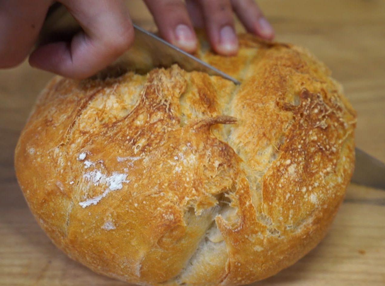 Χωριάτικο ψωμί γάστρας χωρίς ζύμωμα βήμα βήμα
