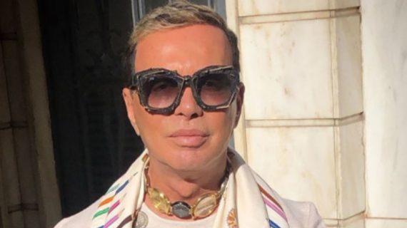 Λάκης Γαβαλας: Δείτε το εκκεντρικό σπίτι του- Τσάντες σε ανθοδοχεία