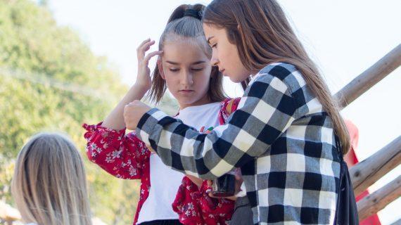 Πως  θα βοηθήσουμε τα κoρίτσια να διαχειριστούν τις φιλίες τους στο Γυμνάσιο