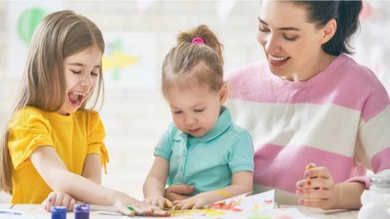 Μένουμε Σπίτι: Μια μαμά μας δείχνει τον τρόπο που κρατά τα παιδιά της απασχολημένα!