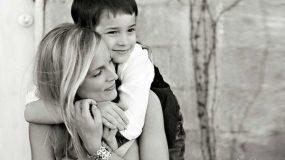 Οι γυναίκες που μεγαλώνουν μόνες  τα παιδιά τους αξίζουν τον σεβασμό μας!