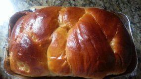 Συνταγή για τα πιο εύκολα αφράτα τσουρέκια για αρχάριες