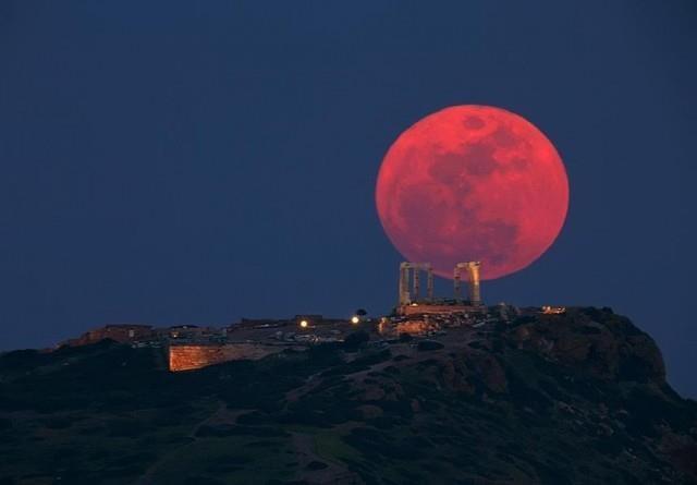 Ροζ υπερπανσέληνος: Η μεγαλύτερη σελήνη του 2020 απόψε στον ουρανό