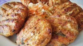 Συνταγή για αφράτα μπιφτέκια κοτόπουλου με παρμεζάνα!