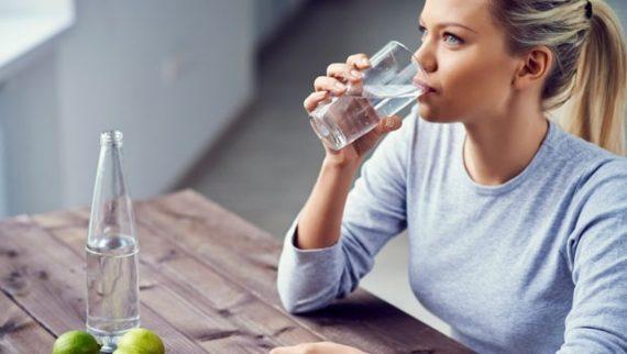 Καραντίνα: 7 σημαντικές συμβουλές για να μην πάρουμε κιλά και να μην αρρωστήσουμε όσο μένουμε σπίτι