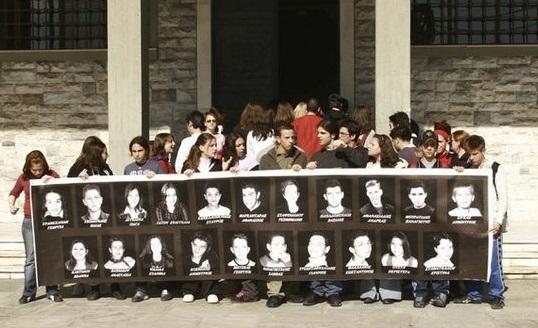 Σαν σήμερα 17 χρόνια πριν το τροχαίο στα Τέμπη στοίχισε τη ζωή σε 21 μαθητές