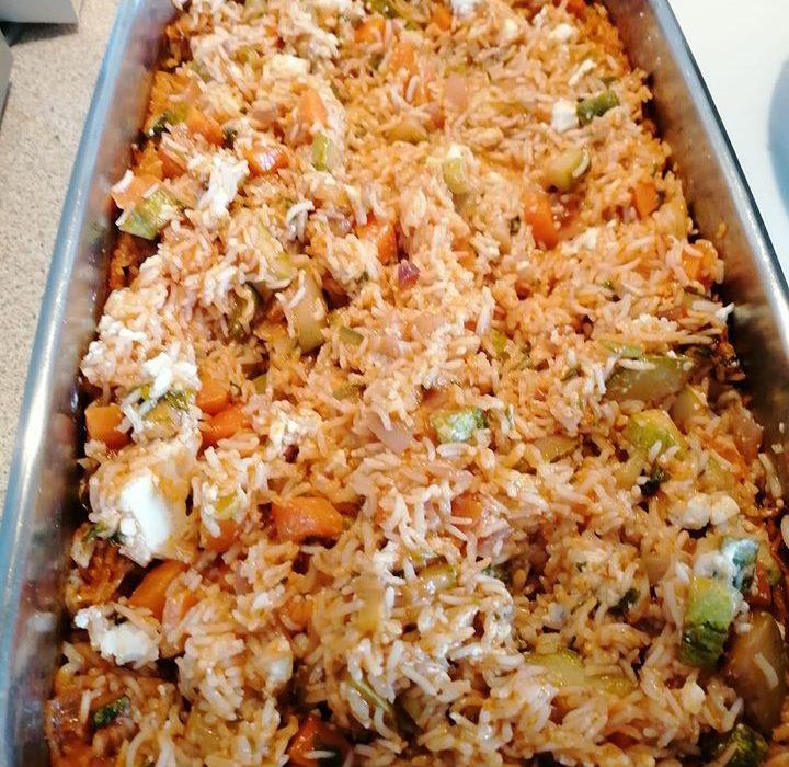 Ρύζι κοκκινιστό με λαχανικά και φέτα στον φούρνο!