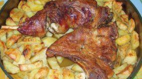 Συνταγή για πασχαλινό αρνάκι στον φούρνο με πατάτες !
