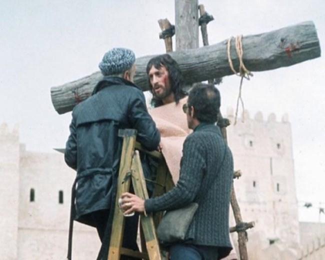 """""""Ο Ιησούς από τη Ναζαρέτ"""" του Φ. Τζεφιρέλι: Έτσι γυρίστηκε η σκηνή της Σταύρωσης"""