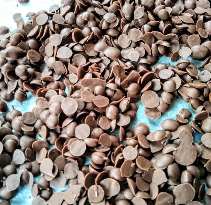 Πως να φτιάξετε τις δικές σας σταγόνες σοκολάτας βήμα βήμα