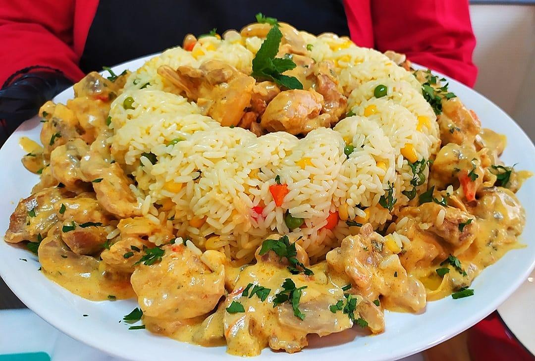 Συνταγή για κοτόπουλο αλά κρεμ με κρέμα τυριού και μανιτάρια της Γκόλφως Νικολού