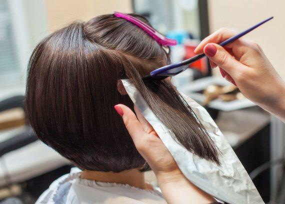 Πως να βάψεις μόνη σου τα μαλλιά σου βήμα βήμα από το σπίτι!