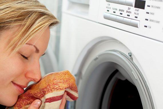 4 τρόποι που η μαγειρική σόδα κάνει θαύματα στο πλύσιμο των ρούχων στο πλυντήριο!
