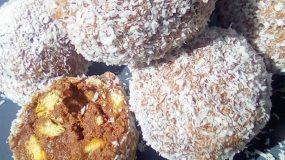 Εύκολα τρουφάκια με μπισκότο, καρύδια και ινδοκάρυδο!