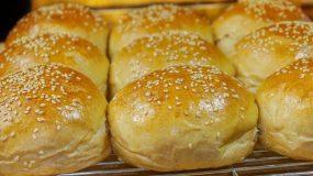 Επαγγελματική συνταγή για αφράτα ψωμάκια με μαύρη μπύρα -Ιδανικά και για μπέργκερ