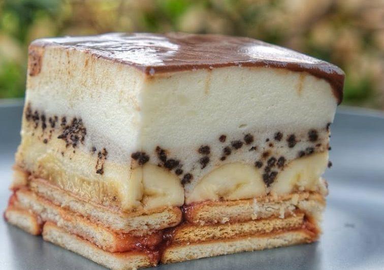 Δροσερό γλυκό ψυγείου με πτι μπερ, μπανάνα και άνθος αραβοσίτου