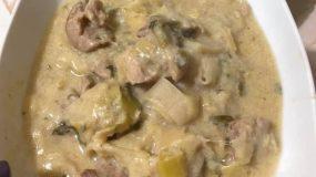 Συνταγή για χοιρινό με πράσο & αυγολέμονο γιαουρτιού