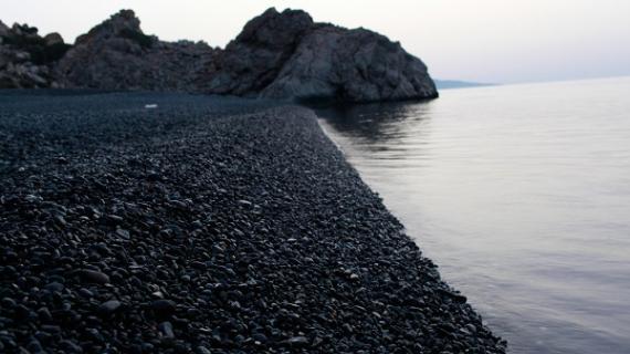 Η ελληνική παραλία που μοιάζει...βγαλμένη από θρίλερ - Θεωρείται η πιο τρομαχτική του κόσμου!