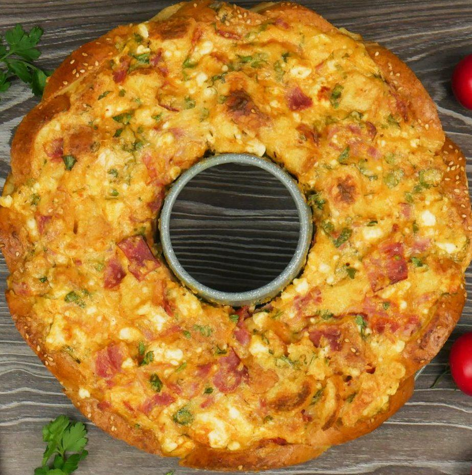 Συνταγή για σουφλέ με ψωμί στη φόρμα του κέικ