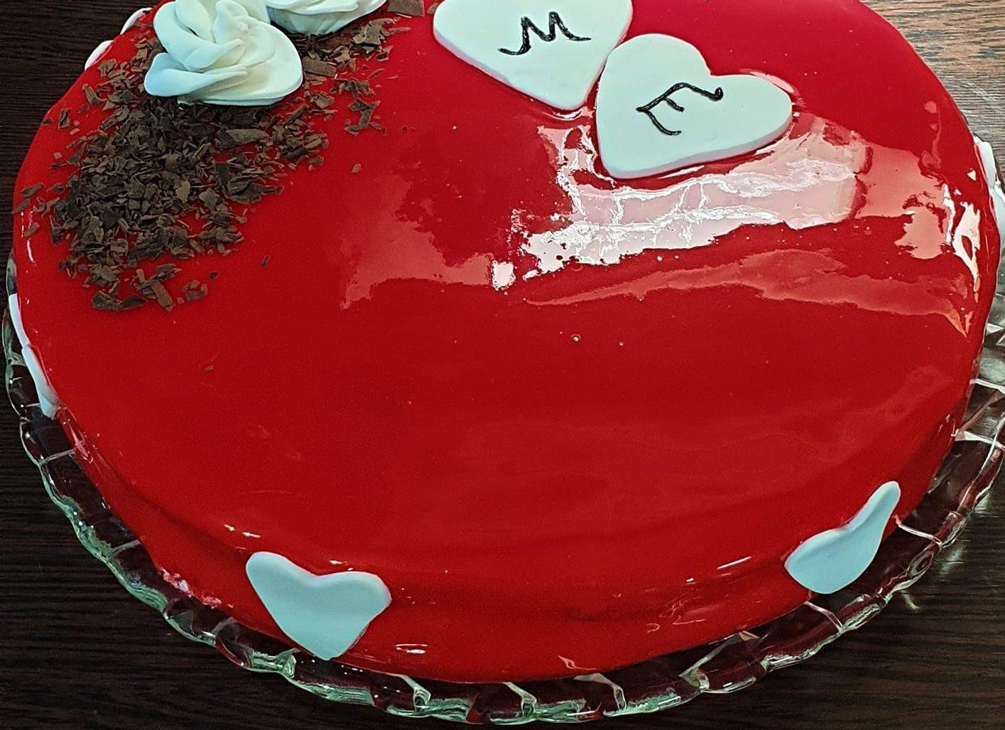 Συνταγή για τούρτα κεράσι με υπέροχο γλάσο καθρέφτη