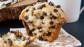 Τα καλύτερα cupcake βανίλιας με σταγόνες κουβερτούρας
