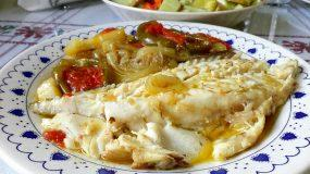 Σφυρίδα στο φούρνο με λαχανικά και πατάτες