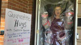 Κορονοϊός: Μια δασκάλα μας συγκίνησε: Βρήκε τον τρόπο να αγκαλιάσει τους μαθητές της!