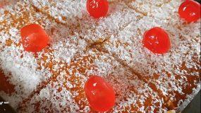 Σιροπιασμένο γλυκό ταψιού με ινδοκάρυδο τύπου ραβανί