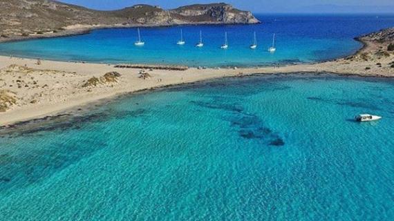 Η ελληνική παραλία με τα γαλαζοπράσινα νερά & την χρυσή αμμουδιά - Η ομορφιά της θα σας μαγέψει!