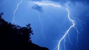Σοκ στη Σκόπελο: Κεραυνός σκότωσε γυναίκα