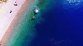 Παραλία Άκολη: Η θάλασσα στο Αίγιο που μοιάζει με...άβυσσο λόγω ρήγματος από σεισμό