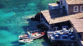 Γερολιμένας Μάνης: Το γραφικό στολίδι της Λακωνίας με τα γαλανά νερά και τη σπουδαία ιστορία