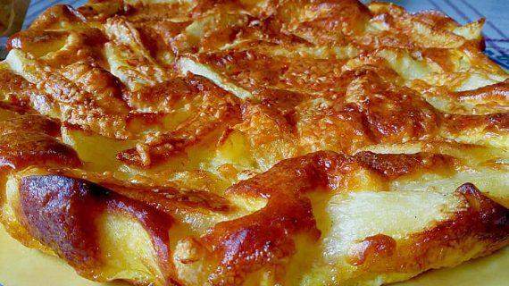 Ομελέτα φούρνου με πατάτες, κεφαλοτύρι και ρεγκάτο