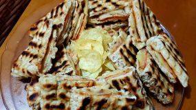 Πίτα club με τυρί και αλλαντικά στο τηγάνι
