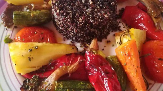 Ψητά λαχανικά στον φούρνο με κινόα και κουρκουμά