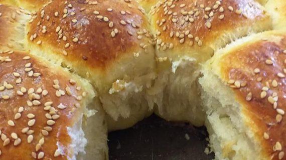 Συνταγή για ψωμάκια γεμιστά με φέτα μαλακά σαν βαμβάκι