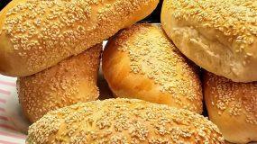 Ψωμάκια για σάντουιτς με σουσάμι μαλακά, όπως ακριβώς τα έτοιμα